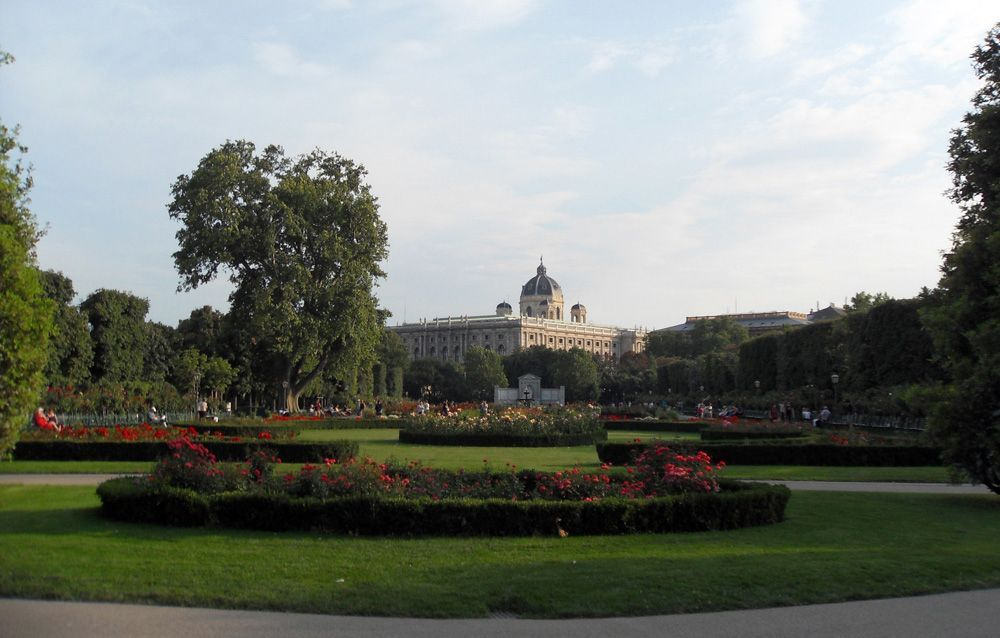 Grillparzer-Denkmal im Rosengarten / Volksgarten © Foto: Alexandra Matzner.