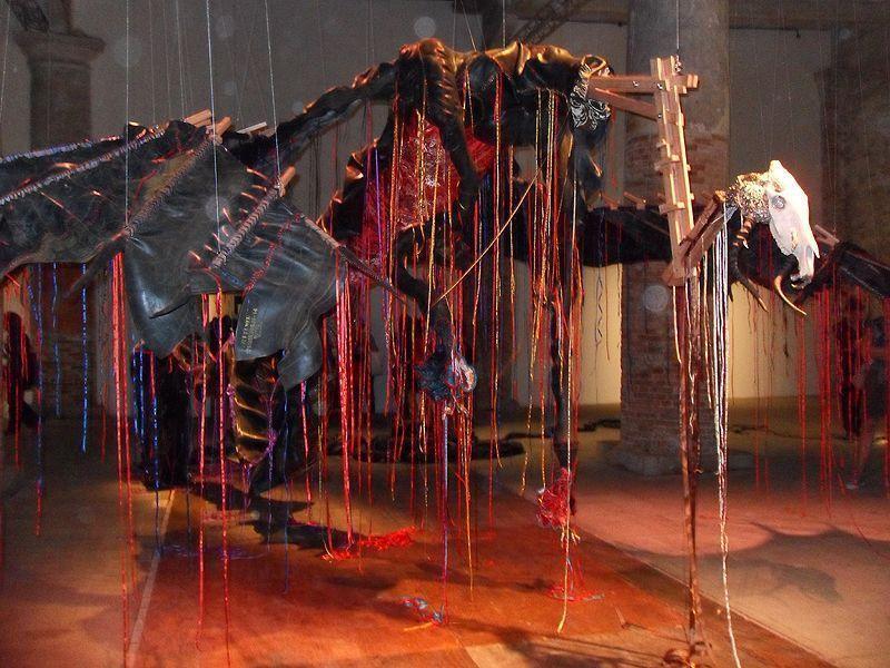 Nicholas Hlobo, limpundulu Zonke Ziyandilandela, 2011, Installationsansicht Biennale von Venedig 2011, Foto: Alexandra Matzner.