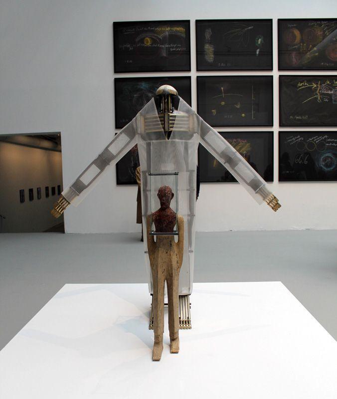 Walter Pichler (1936-2012), Bewegliche Figur, 1982 und Komposite Figur, 1999, dahitner R. Steiner, Installationsfoto: Alexandra Matzner.