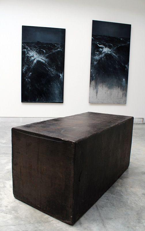 Thierry De Cordier (* 1954) und Richard Serra (* 1939), Pasolini, 1985, Installationsfoto: Alexandra Matzner.