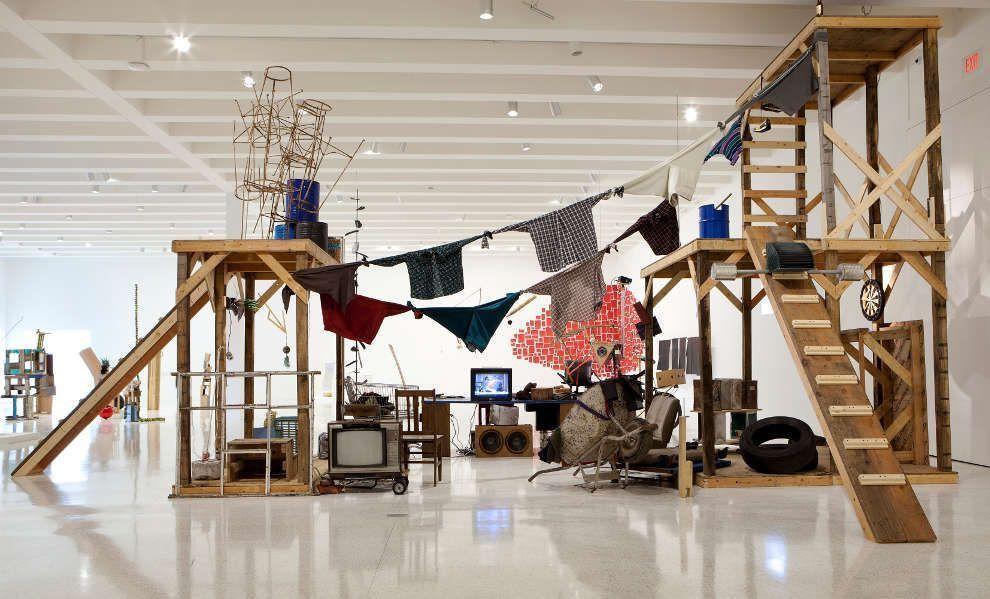 Abraham Cruzvillegas, The Autoconstrucción Suites, 2013, Ausstellungsansicht Walker Art Center, Minneapolis, © Abraham Cruzvillegas
