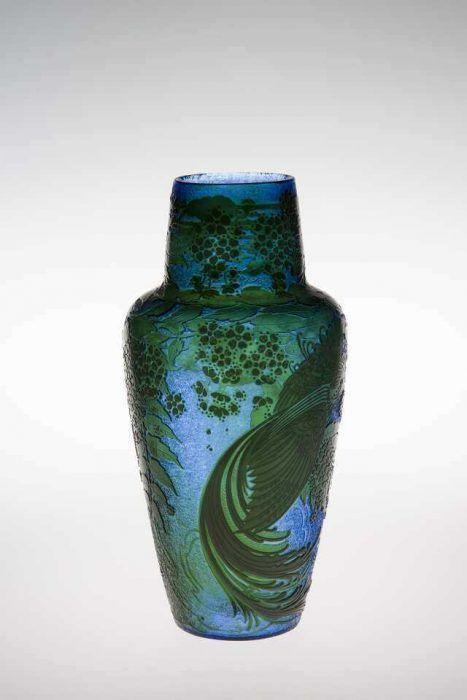 Adolf Beckert, Vase, vor 1911; Überfangglas, Cameoglas, geätzt, Ausführung: Susanne Loetz, Klostermühle (© MAK/Katrin Wißkirchen)