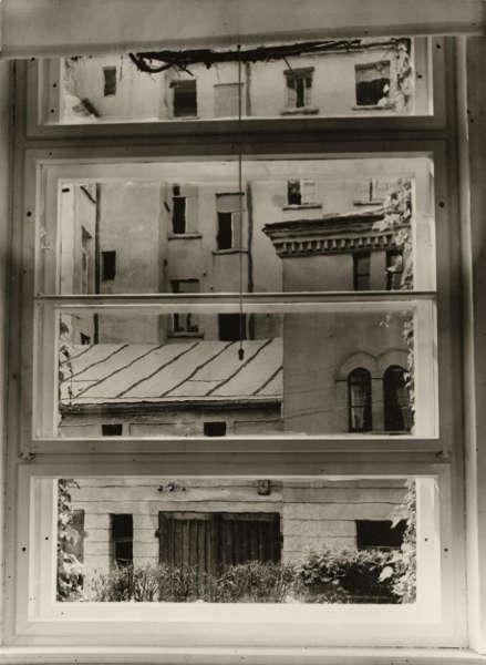 Aenne Biermann, Blick aus meinem Atelierfenster, vor 1930 (Foto: Sibylle Forster, Stiftung Ann und Jürgen Wilde, Pinakothek der Moderne, Bayerische Staatsgemäldesammlungen, München)
