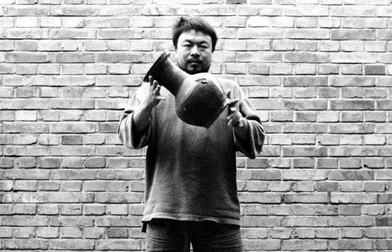 Ai Weiwei, Dropping a Han Dynasty Urn, Detail, 1995, Schwarz-weiß Fotografien (Triptychon) (Images courtesy of the artist, Privatsammlung)