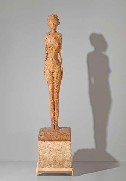 Alberto Giacometti Femme au chariot [Frau am Wagen], um 1945, Gips, 154.5 x 33.5 x 35.3 cm (Fondation Giacometti, Paris, © Succession Alberto Giacometti / 2018, ProLitteris, Zurich, Photo: P. Schächli)