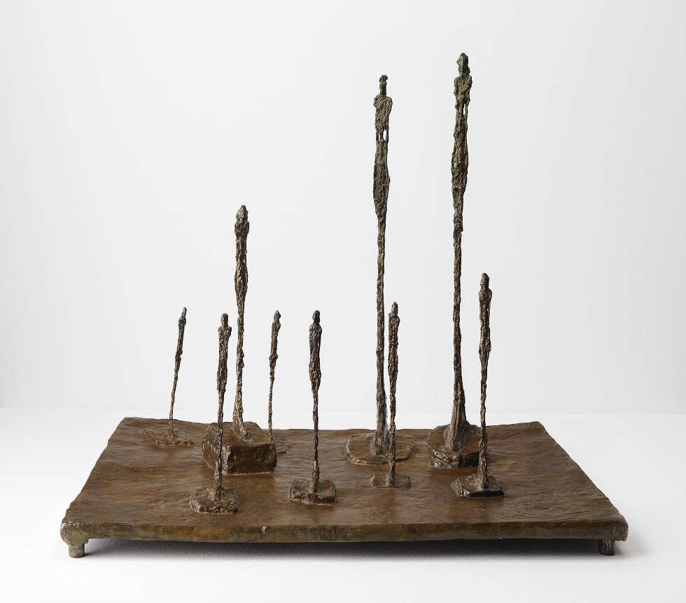 Alberto Giacometti, La clairière (Place 9 figures), 1950, 59,5 x 65,5 x 52 cm (Kunst Museum Winterthur, Depositum der Alberto Giacometti–Stiftung © Succession Alberto Giacometti / 2018, ProLitteris, Zurich)