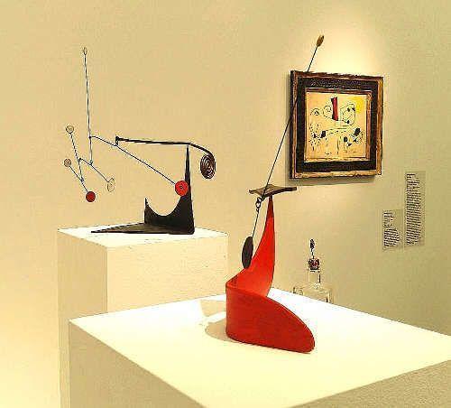 Alexander Calder und Jóan Miro bei Galerie Thomas © Künstler und Galerie, Foto: Eva Pakisch