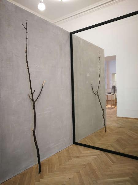 Alicja Kwade, Out of Ousia (3), 2016, Installationsansicht Charlottenborg Kunsthal, Kopenhagen, 2018, Foto: Alexandra Matzner, ARTinWORDS.