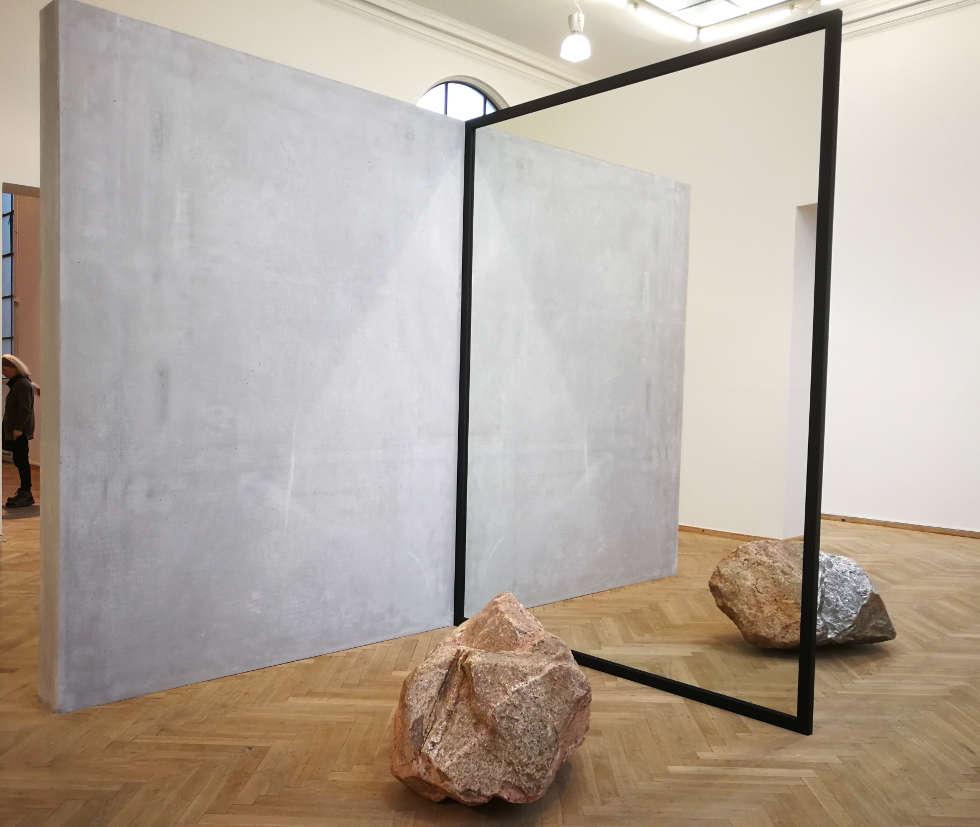 Alicja Kwade, Out of Ousia, 2016, Installationsansicht Charlottenborg Kunsthal, Kopenhagen, 2018, Foto: Alexandra Matzner, ARTinWORDS.
