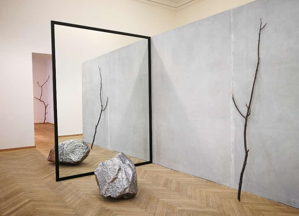 Alicja Kwade, Out of Ousia (2), 2016, Installationsansicht Charlottenborg Kunsthal, Kopenhagen, 2018, Foto: Alexandra Matzner, ARTinWORDS.