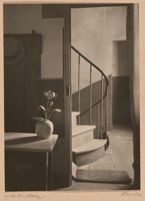 André Kertész, Chez Mondrian, 1926 (The Art Institute of Chicago, Julien Levy Collection, gift of Jean and Julien Levy, 1975.1136. © Estate of André Kertész 2021)