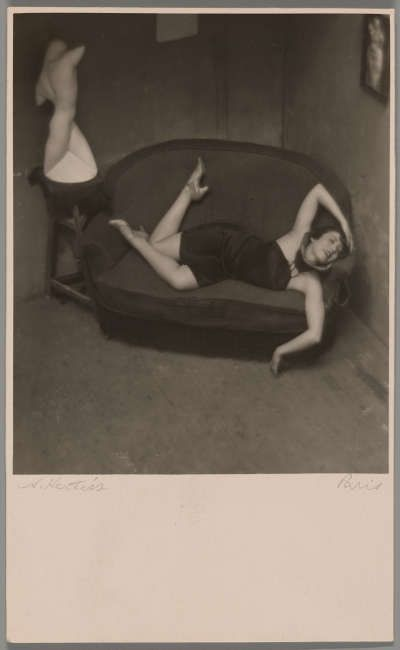André Kertész, Starirische Tänzerin (Hilda Daus), 1927 (The Art Institute of Chicago, Julien Levy Collection, gift of Jean and Julien Levy, 1975.1136. © Estate of André Kertész 2021)