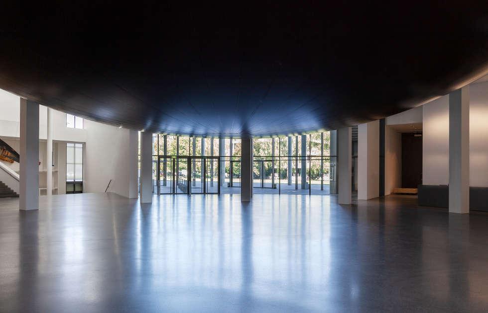 Anish Kapoor, Howl, 2020, PVC, Ausstellungsansicht Pinakothek der Moderne (unten), Foto: Johannes Haslinger © Anish Kapoor, DACS/VG Bild-Kunst, Bonn 2020