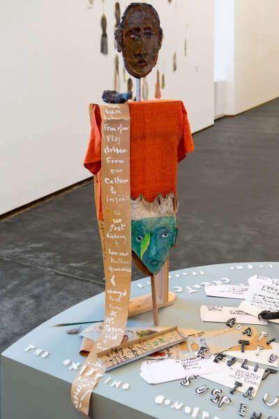 Anna Boghiguian, A Play to Play, Detail, 2013, Ausstellungsansicht Castello di Rivoli Museo d'Arte Contemporanea, Rivoli-Turin, 2017 (Courtesy die Künstlerin und Sfeir-Semler Gallery, Hamburg & Beirut, Foto: Renato Ghiazza)