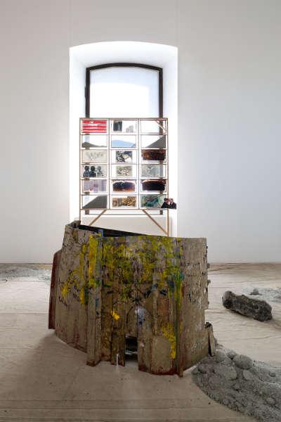 Anna Boghiguian, The Salt Traders, 2015, Ausstellungsansicht Castello di Rivoli Museo d'Arte Contemporanea, Rivoli-Turin, 2017, Foto: Renato Ghiazza