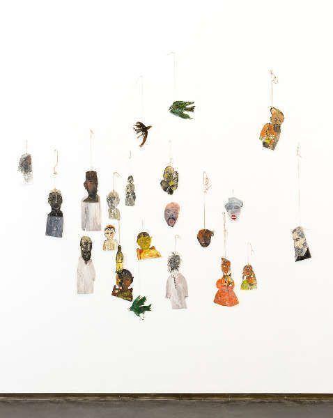 Anna Boghiguian, Untitled (Tagore's Post Office), 2013, Ausstellungsansicht Castello di Rivoli Museo d'Arte Contemporanea, Rivoli-Turin, 2017 (Courtesy die Künstlerin und Sfeir-Semler Gallery, Hamburg & Beirut, Foto: Renato Ghiazza)