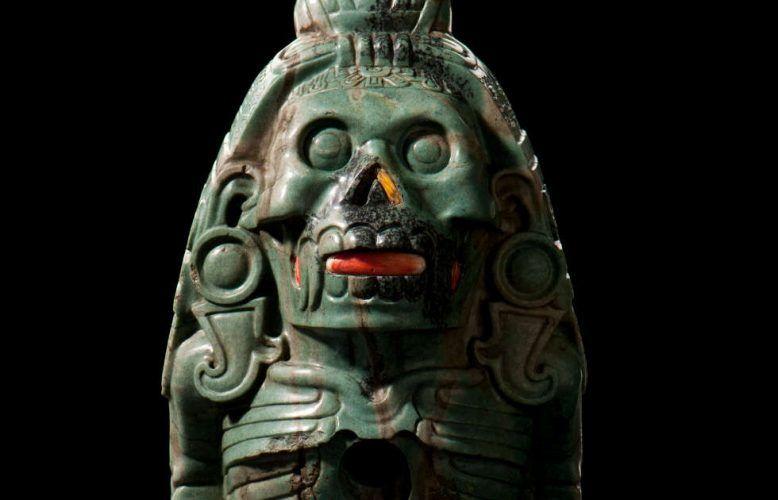 Götterfigur, Detail, Grünstein oder Koralle, Spondylus, Mexiko, Azteken, 1500–1520 (© Landesmuseum Württemberg, Foto: Hendrik Zwietasch)