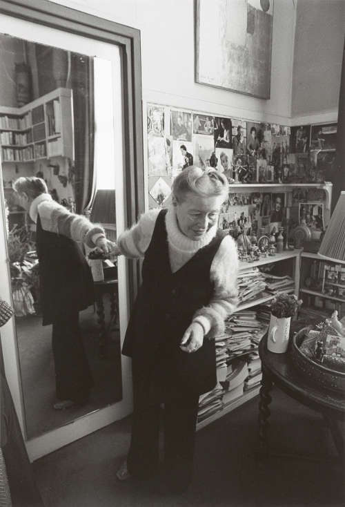 Barbara Klemm, Simone de Beauvoir, Paris 1980, Fotografie, eigenhändiger Handabzug auf Barytpapier, 40,5 × 28 cm (Sammlung Klöcker, Bad Homburg v. d. Höhe © Barbara Klemm, Foto: Martin Url)