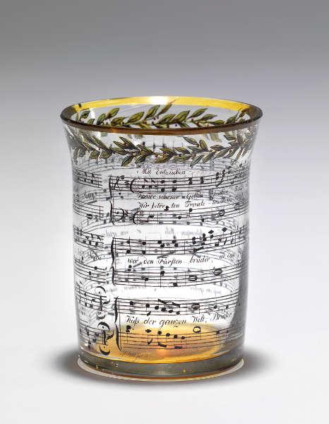 "Becher mit Notenschrift (""Ode an die Freude""), Entwurf und Ausführung: Werkstätte Gottlob Samuel Mohn, 1811, Glas (Wien Museum © Wien Museum)"