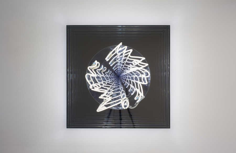 Brigitte Kowanz, Inspiration, 2017, Neon und Spiegel, 90 x 90 x 19 cm, Neon, Spiegel, photo Tobias Pilz, copyright Bildrecht Vienna 2017