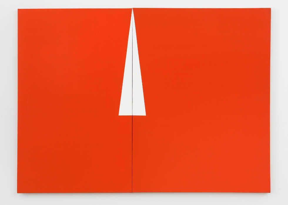 Carmen Herrera, Red with White Triangle, 1961, Acryl auf Leinwand, 121,9 x 167,6 cm (Privatsammlung, New York, © Carmen Herrera, Foto: © Kunstsammlung NRW)
