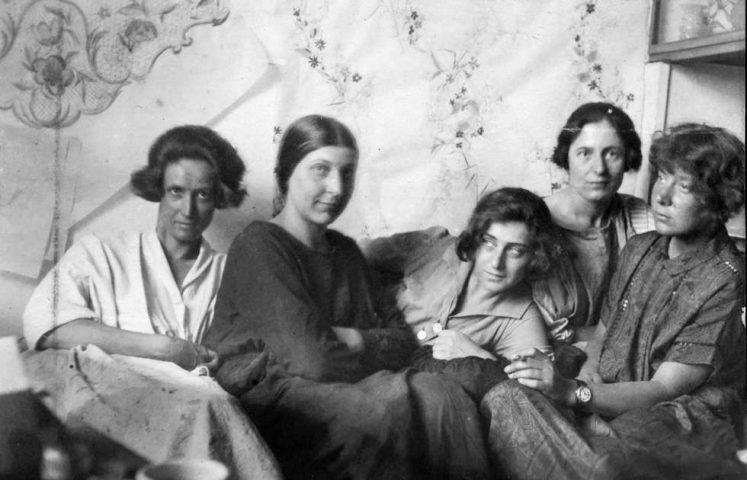 Charlotte Billwiller, Mathilde Flögl, Susi Singer, Marianne Leisching und Maria Likarz, Fotografie 1924-25 (© MAK)