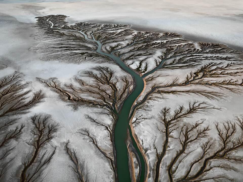 Edward Burtynsky, Colorado River Delta #2, Bei San Felipe, Baja, Mexiko 2011 © Edward Burtynsky, courtesy Admira, Milano / Galerie Springer Berlin.