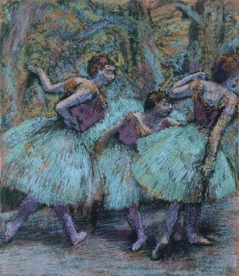 Edgar Degas, Drei Tänzerinnen (blaue Röcke, rote Mieder), um 1903, Pastell auf Papier auf Karton, 94 x 81 cm (Fondation Beyeler, Riehen/Basel, Sammlung Beyeler Foto: Peter Schibli, Basel)