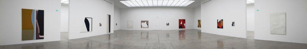 Svenja Deininger, Einblick (180°) in Echo of a Mirror Fragment, Installationsfoto: Alexandra Matzner, ARTinWORDS.