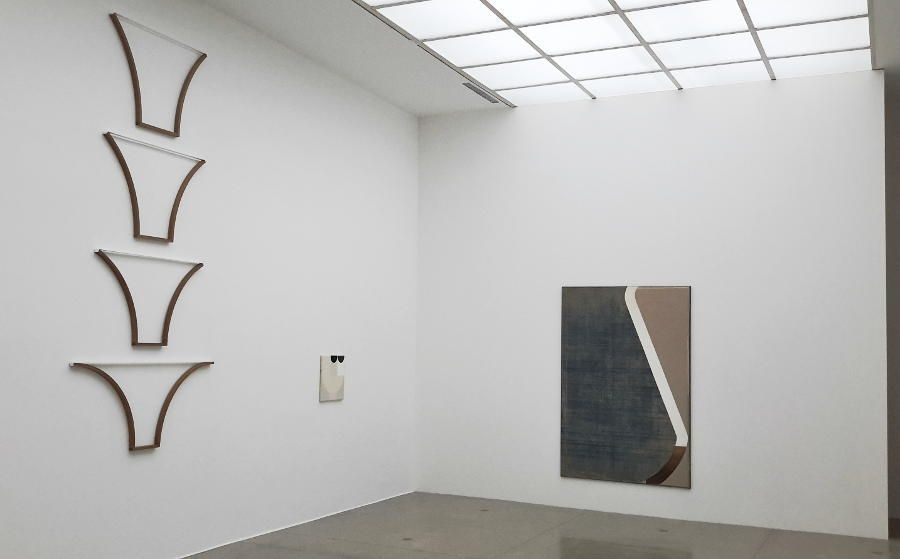 Svenja Deininger, linkes Seitenschiff, Echo of a Mirror Fragment, Installationsfoto: Alexandra Matzner, ARTinWORDS.
