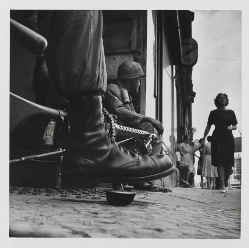 Don McCullin, Near Checkpoint Charlie, Berlin 1961 (© Don McCullin)