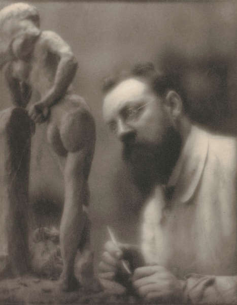 "Edward Steichen, Henri Matisse arbeitet an ""La Serpentine"", 1909 (Musée d'Orsay, Paris. Foto © Musée d'Orsay, Dist. RMN-Grand Palais / Patrice Schmidt, © The Estate of Edward Steichen / 2018 ProLitteris, Zürich; © Succession Henri Matisse / 2018 ProLitteris, Zürich)"