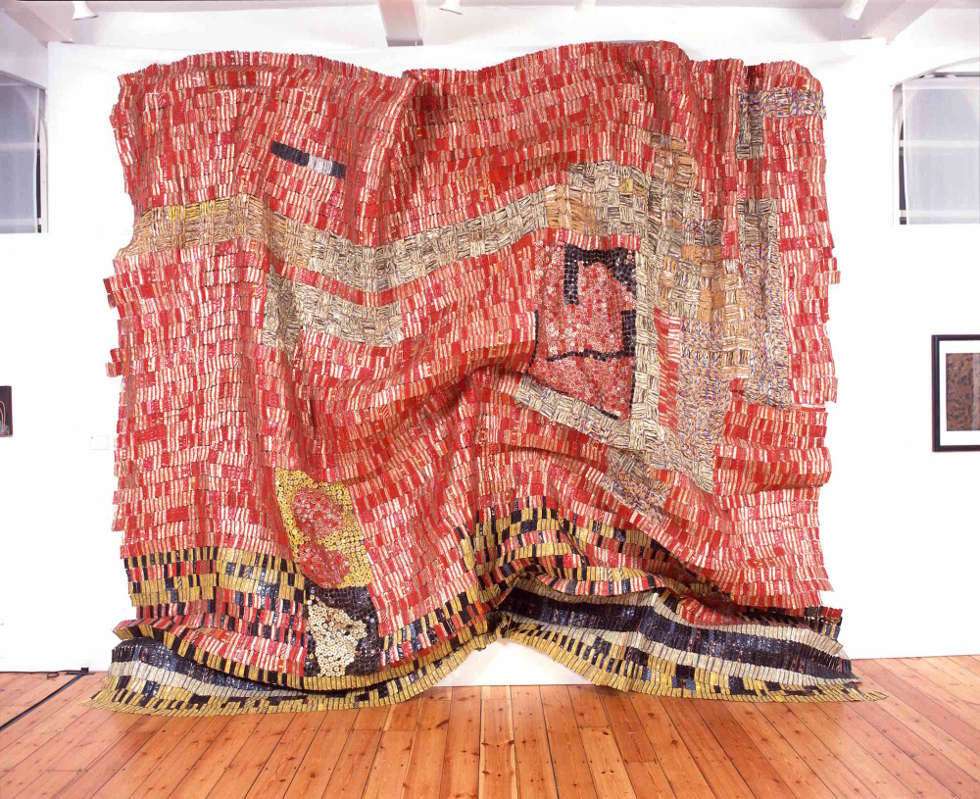 El Anatsui, Flag for a New World Power, 2004, Aluminum und Kupferdraht, 500 x 450 cm (Privatsammlung, Paris, Photo Courtesy: October Gallery, London)