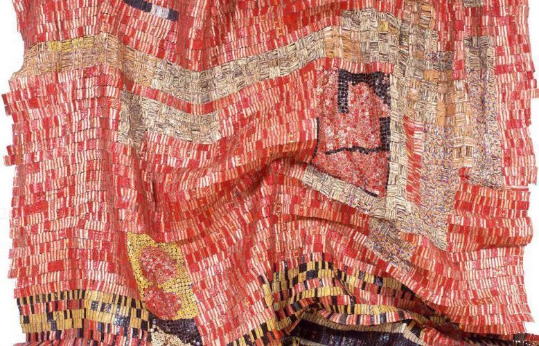 El Anatsui, Flag for a New World Power, Detail, 2004, Aluminum und Kupferdraht, 500 x 450 cm (Privatsammlung, Paris, Photo Courtesy: October Gallery, London)