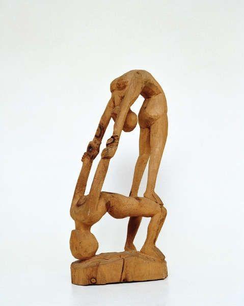 Ernst Ludwig Kirchner, Akrobatenpaar. Plastik, 1932, Arvenholz, 56 x 30 x 18 cm (Kirchner Museum Davos © Kirchner Museum Davos, Jakob Jägli)