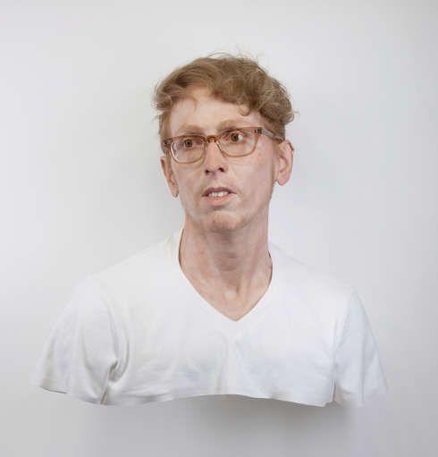 Evan Penny, Junges Selbst: Portrait des Künstlers wie er (nicht) war. Variation # 1, 2011, 86 x 76 x 59 cm, Silikon/Pigment/Haar/Textil/Aluminium (Privatsammlung, London © Evan Penny)