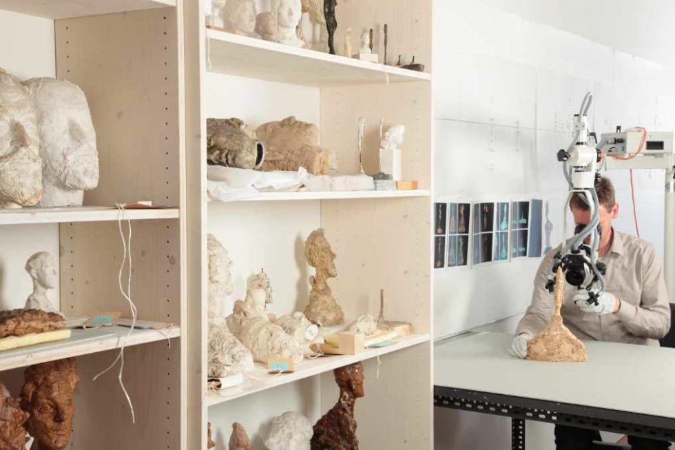 Alberto Giacomettis Werke in der Restaurierwerkstatt des Kunsthaus Zürich, Foto: Dominic Büttner