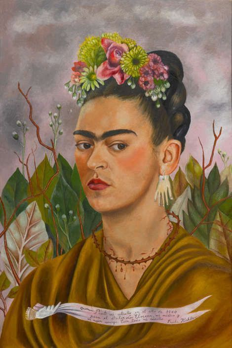 Frida Kahlo, Selbstporträt, gewidmet an Dr. Leo Eloesser, 1940, Öl/Masonit (?) (Privatsammlung © 2020 Banco de México Diego Rivera Frida Kahlo Museums Trust, Mexico, D.F. / Artists Rights Society (ARS), New York)
