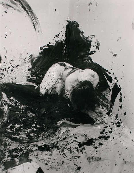 Günter Brus, Portfolio Ana IV, 1964/2004, SW-Fotografie, Foto: Khasaq (Siegfried Klein), © Belvedere, Wien