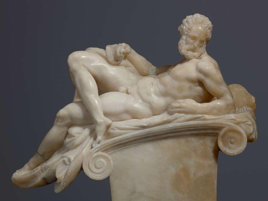 Giambologna, nach Michelangelo, Der Abend, um 1555/58, Alabaster, 42 x 47,5 x 16 cm (Skulpturensammlung © SKD, Foto: Hans-Peter Klut)