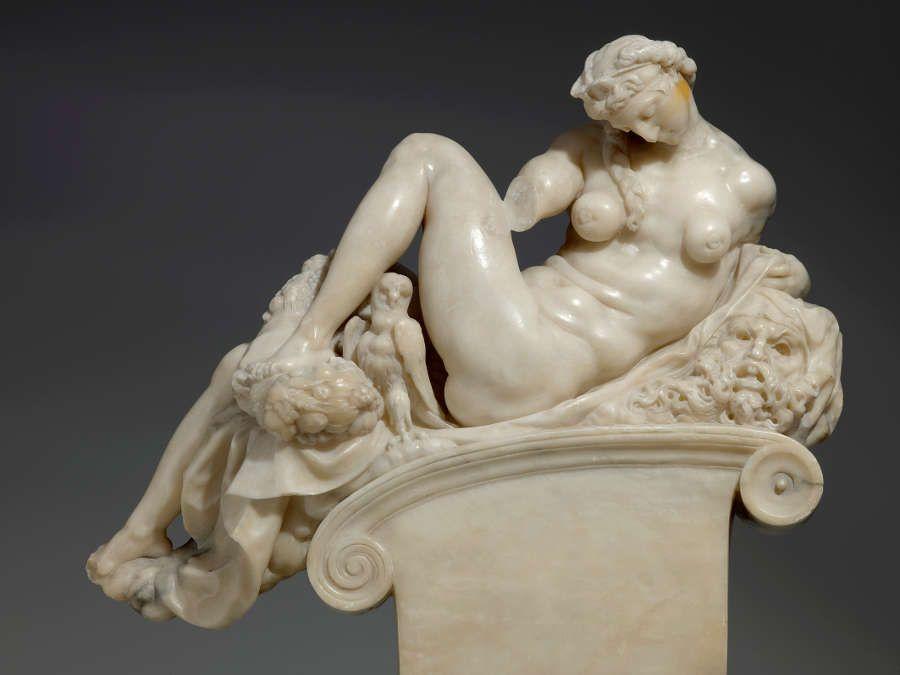 Giambologna nach Michelangelo, Die Nacht, Florenz vor 1574, Alabaster, 44,5 x 46,5 x 18,8 cm (Skulpturensammlung © SKD, Foto: Hans-Peter Klut)