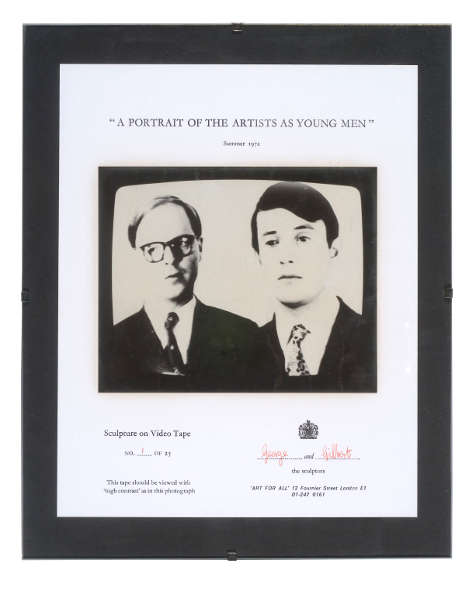 Gilbert & George, A Portrait of the Artists as Young Men, 1970, Video, Monitor, Schwarz-Weiß und Ton (Mono), 7 Min. (© Tate Images credit, © Gilbert & George / Courtesy White Cube)