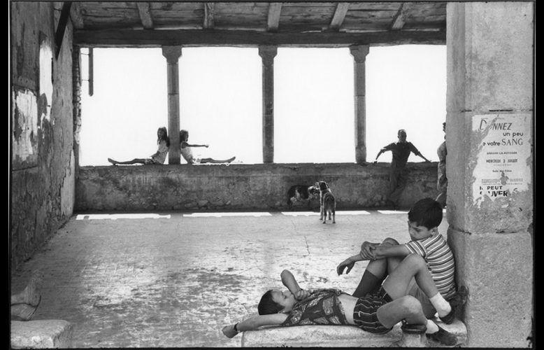 Henri Cartier-Bresson, Simiane-la-Rotonde, 1969, Silbergelatineduck von 1973 (© Fondation Cartier-Bresson / Magnum Photos)