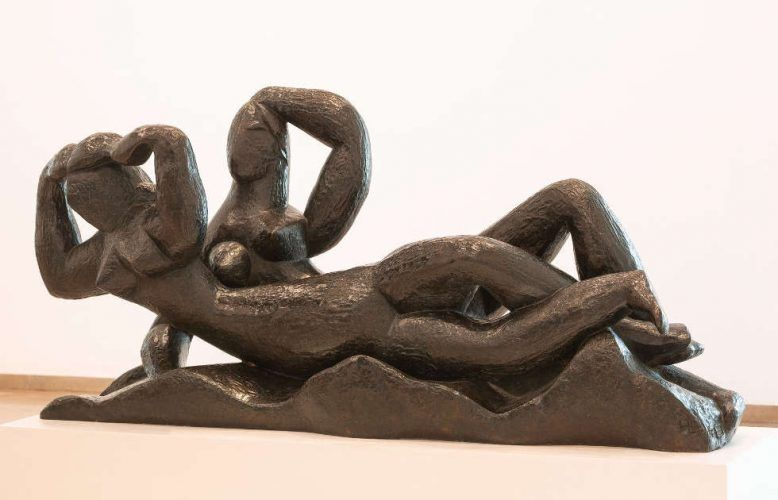 Henri Laurens, Deux Ondines [Zwei Undinen], 1934, Bronze, 75 x 159 x 48 cm (Hamburger Kunsthalle, erworben 1961 Foto: Elke Walford © Hamburger Kunsthalle / bpk © VG Bild-Kunst, Bonn 2018)