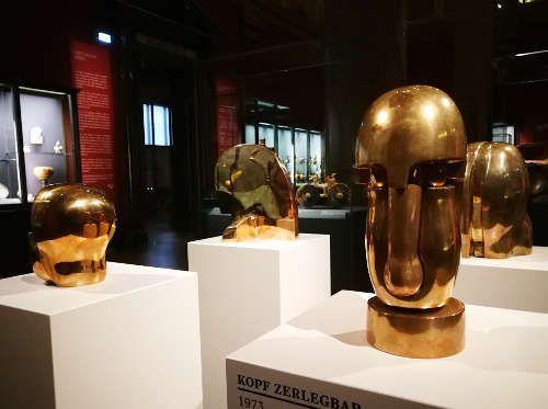 Herbert Albrecht, Kopf zerlegbar, 1973, Bronze, poliert, H. 27 cm, Ausstellungsansicht KHM, September 2017 © Foto: Alexandra Matzner, ARTinWORDS.