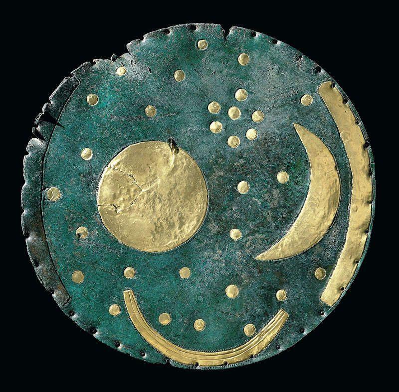 Himmelsscheibe von Nebra, Bronze und Gold, ca. 1600 v. Chr., © LDA Sachsen-Anhalt, Foto: Juraj Lipták
