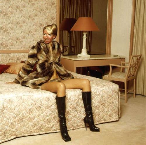 Inez van Lamsweerde & Vinoodh Matadin, Vivienne Westwood: Fur: Für Kym, 1994, Farbfotografie, C-Print, aufgezogen auf Aluminium-Platte, hinter Plexiglas, 183 x 183 cm (Zürcher Kunstgesellschaft, Inv. PH 1996/106 © Inez van Lamsweerde & Vinoodh Matadin)