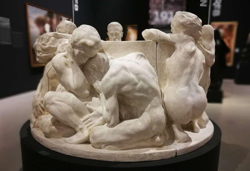 Ivan Meštrović, Brunnen des Lebens, 1905 (Ivan-Meštrović-Museen, Meštrović-Atelier, Zagreb) , Ausstellungsansicht Wien- Zagreb, Belvedere 2017/18, Foto: Alexandra Matzner, ARTinWORDS.