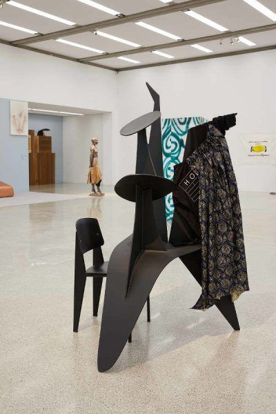 Jakob Lena Knebl, Calder als Kleiderständer, Ausstellungsansicht Oh… Jakob Lena Knebl und die mumok Sammlung, mumok Wien, 17.3.–22.10.2017, Photo: mumok / Lisa Rastl.