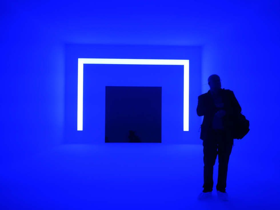 James Turrell, Ganzfeld APANI (blau), 2011, Installation, LED, 16 x 12 x 6 m (Installationsansicht: Alexandra Matzner, ARTinWORDS)